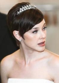 esempio di taglio capelli corti per sposa classica