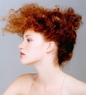 capelli ricci chignon