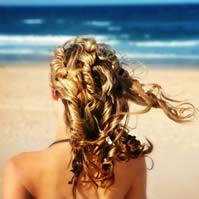 capelli ricci biondi voluminosi