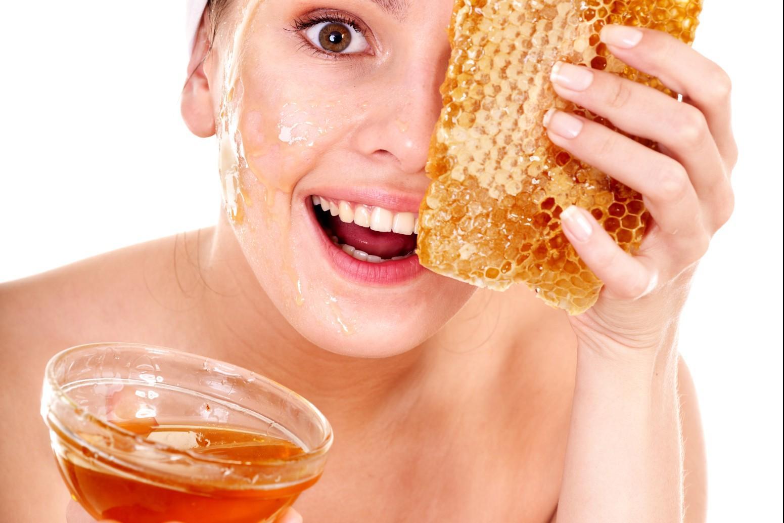 Gommage al miele ed all'avena per purificare il viso